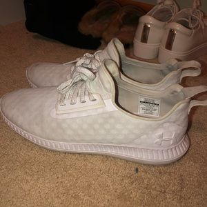 white under armour tennis shoes - 9.5